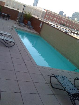 New Orleans Downtown Marriott at the Convention Center: tiny pool on floor 3