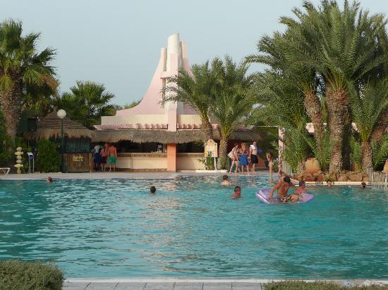 Iberostar Mehari Djerba: Pool and bar in at back