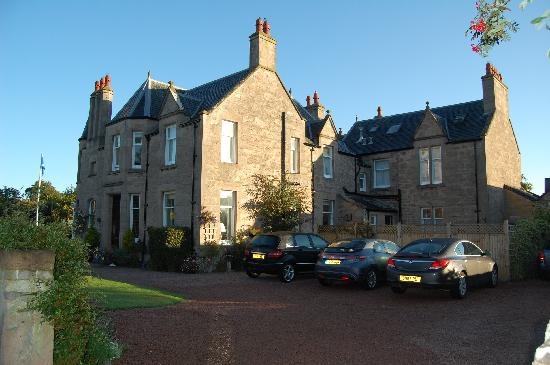 Glebe End Bed and Breakfast: Main Entrance and Car park