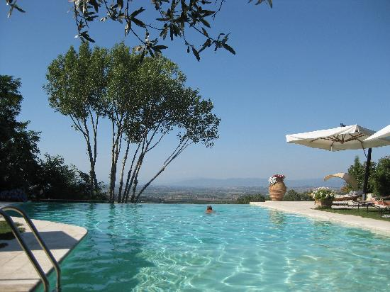 Villa Cicolina: Pool with a view