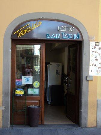 Caffe de' Pinti: Une vue rapprochée de la porte d'entrée