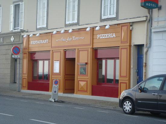 Pizzeria Chez Jean Pierre : Next to Ibis