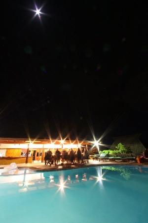 Daku Resort : Dinner by the pool