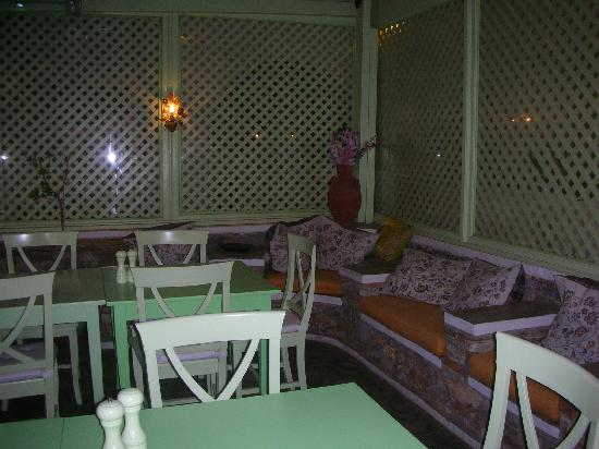 Kamares, Grekland: Absinthe, i tavoli