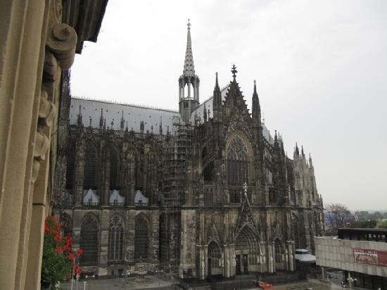 Dom Hotel Koeln: the view from our room
