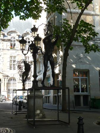 Musée National Eugène Delacroix: Piazzetta alberata a due passi dalla casa di Delacroix