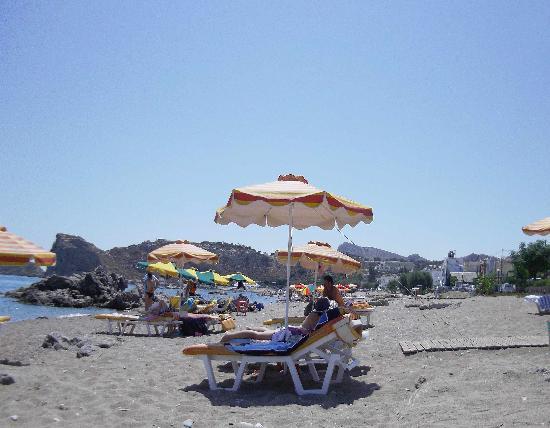 Salora Studios-Apartments: una veduta della spiaggia di Stegna. 50 mt  dal Salora
