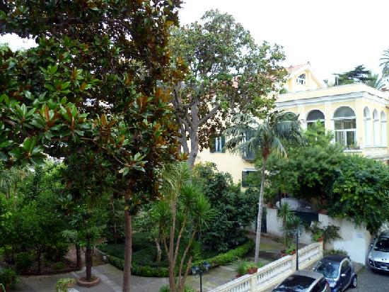 Imperial Hotel Tramontano: View over hotel gardens from room 224
