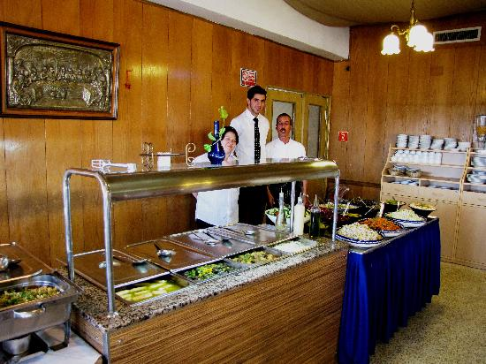 Gloria Hotel: Good food and a friendly catering staff awaits you on the dining room!