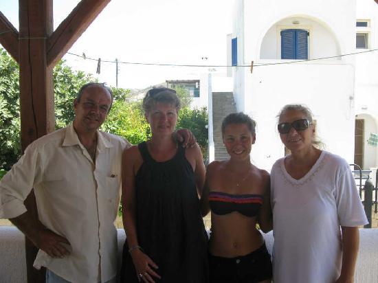Kontaratos Studios & Apartments: George et Irène avec ma femme et ma fille