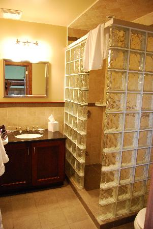 Huff Estates: La doccia