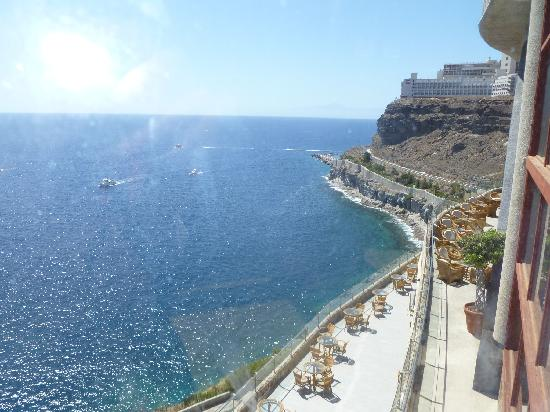 Gloria Palace Amadores Thalasso & Hotel: View from glass lift to promenade