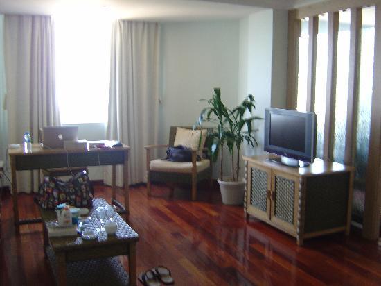 South China Hotel: hotel room entrance