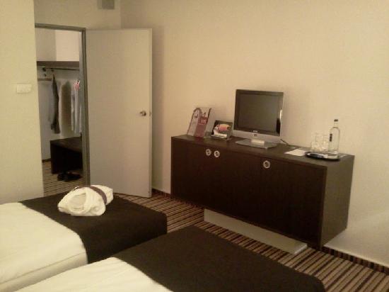 Mercure Hotel Hannover Medical Park: Vom Bett aus richtung TV