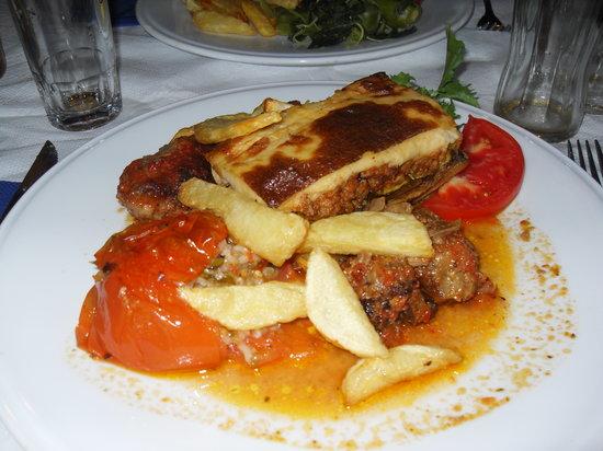 Myrtios Restaurant: plat avec spécialités grecques