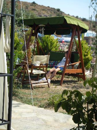 Ege Han Otel: Bahçeden
