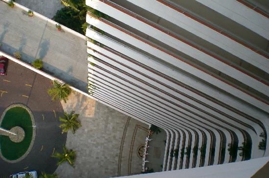 Gran Plaza Hotel Acapulco: Vista Inferiror Área De Elevadores