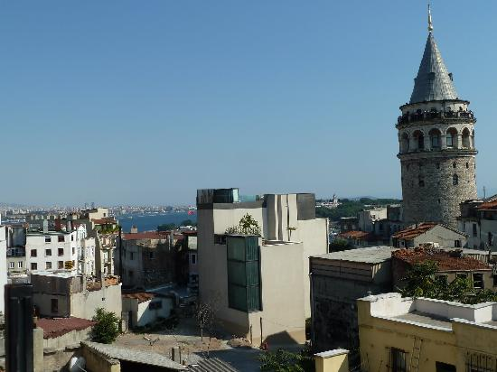 Meroddi Pera Hotel: view from rooftop terrace