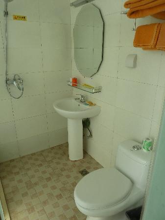 Dongsi Hotel: Badezimmer / WC innen
