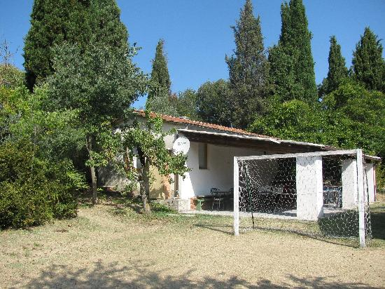 Rustica Progenie Apartments: Foot/Vollyball field with covered terrace, leftside is an appartment, imagine...