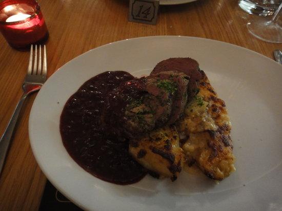 G's Wine Bar and Restaurant: medium rare venison
