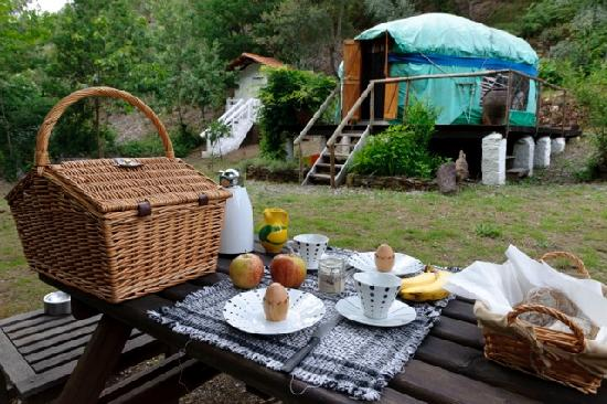 ‪‪Yurt Holiday Portugal‬: Breakfast hamper‬