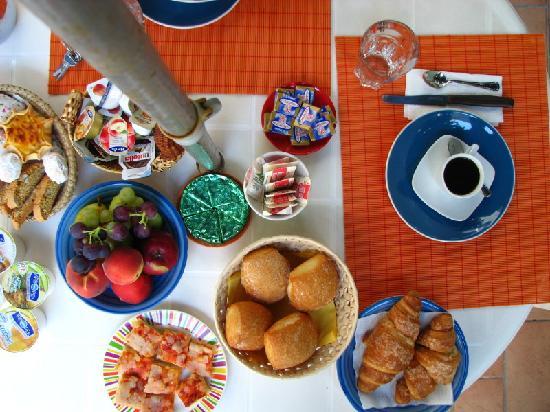 Lloc d'Or B&B: A breakfast at Lloc d'Or