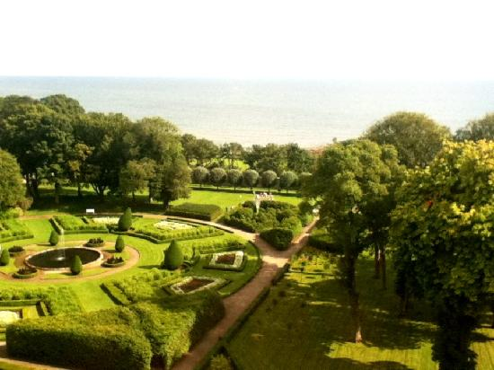 Dunrobin Castle and Gardens: Gorgeous gardens!