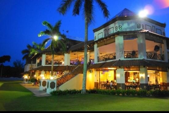 Lotus Desaru Beach Resort: Evening View of Club House