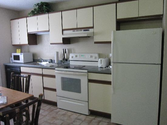 Holiday Inn Club Vacations Oak n' Spruce Resort: A very nice kitchen w/ major appliances.