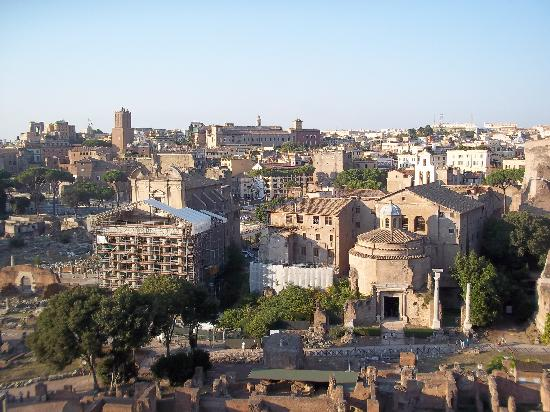 Romaround Tours: View from the Pallatine hill of the forum.