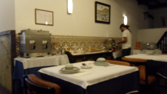 Albergaria Rainha Santa Isabel: Breakfast buffet.