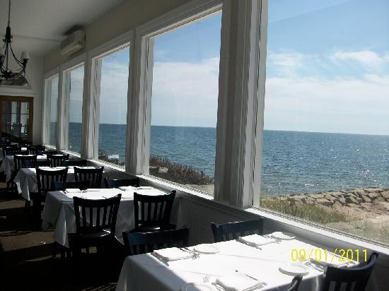 Three Seasons Motor Lodge: Window Seats at the Ocean House Restaurant - WORTH THE WAIT!