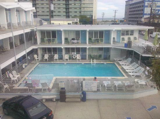 SeaGull Motel: Our pool view
