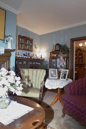 Windom Park Bed and Breakfast: Parlor