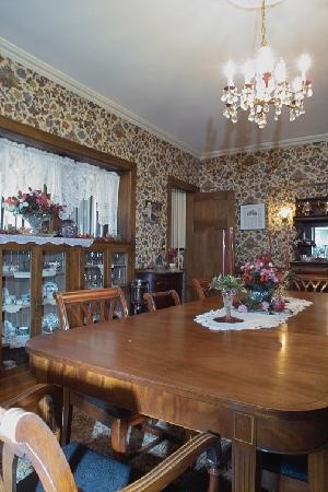 Windom Park Bed and Breakfast: Dining room