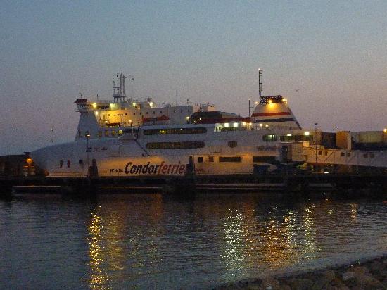 Jersey Yurt Holidays: Catarmeran from Jersey to St Malo