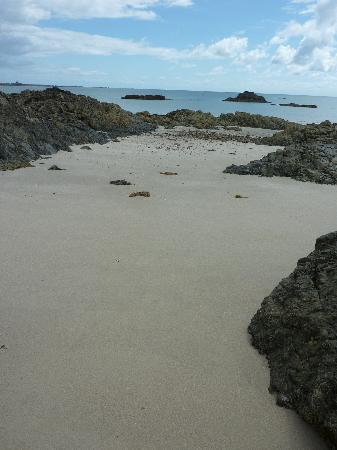 Jersey Yurt Holidays: Seluded beach area behind local fort