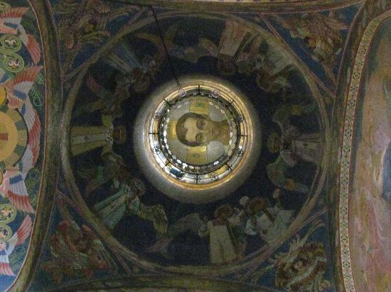 โบสถ์แห่งหยดพระโลหิตพระผู้ไถ่: interior
