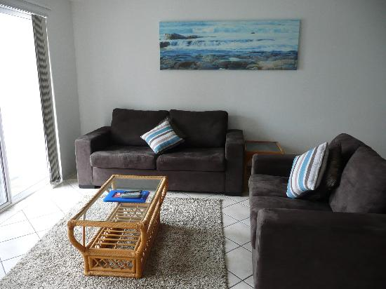 Pelican Cove Apartments: Lounge Area