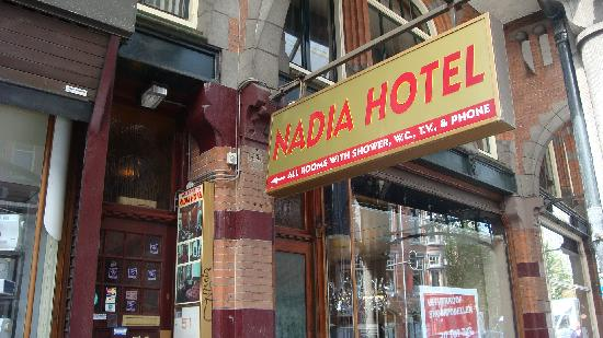 Hotel Nadia: Entrance to the hotel