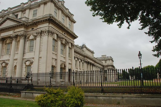 Old Royal Naval College: Walking from the boat terminal