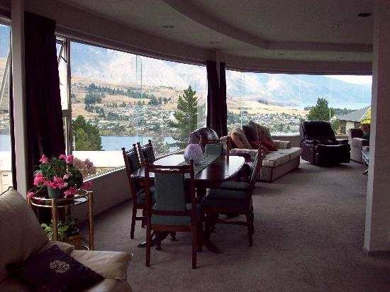 Lake Vista Bed & Breakfast: Dining room with a view