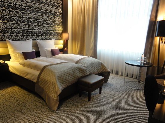 Steigenberger Grandhotel Handelshof: bedroom
