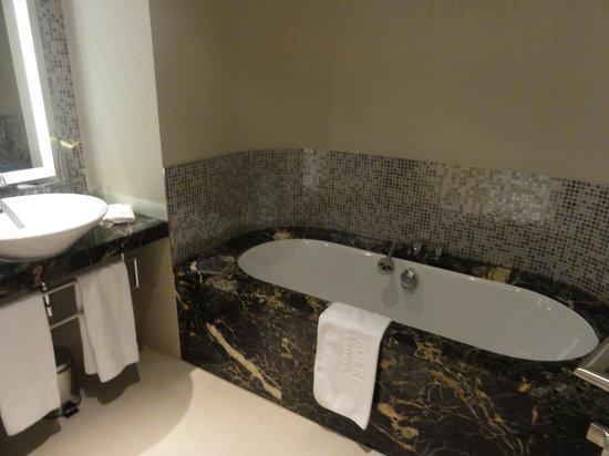 シュタインベルガー グランドホテル ハンデスホフ, bathroom