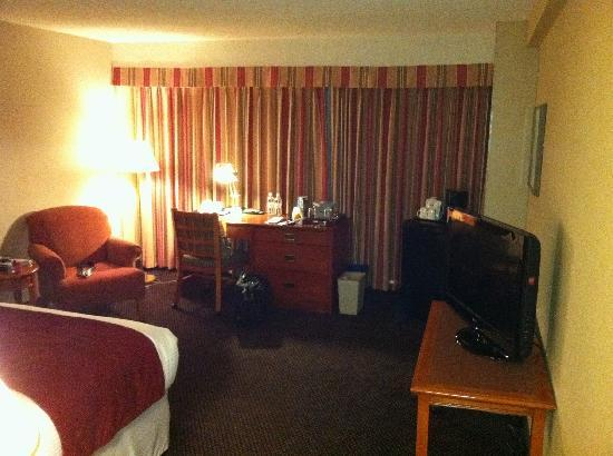 Coast Edmonton Plaza Hotel: The Queen Room