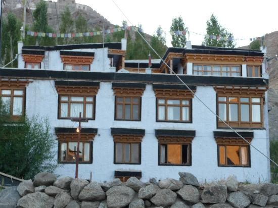 Shanti guest house picture of shanti guest house leh for Home designs kashmir
