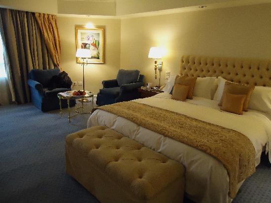 Park Tower, A Luxury Collection Hotel, Buenos Aires: habitacion bien decorada y agradable