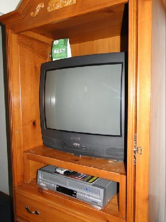 Bluebird Inn: TV and Video player..