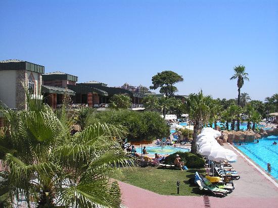 Maritim Pine Beach Resort: вид на ресторан